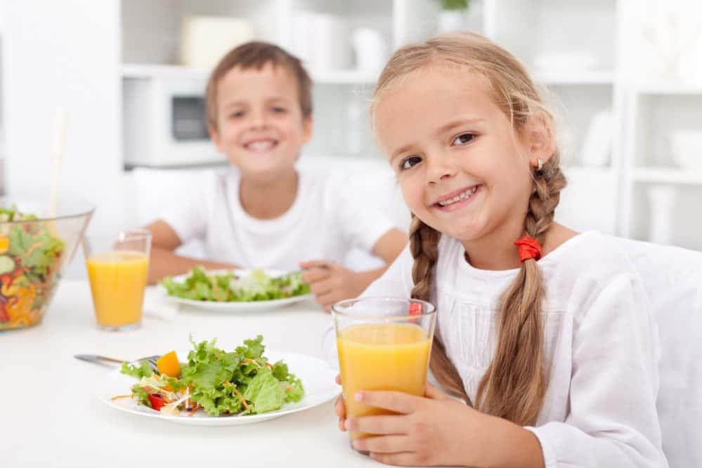 Dziecko przy stole - najważniejsze zasady