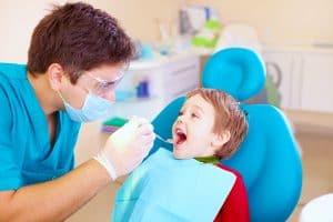 Profilaktyka ortodontyczna wymaga częstych wizyt u dentysty.