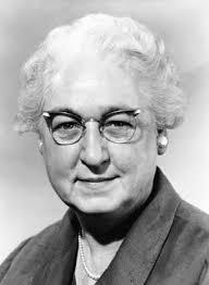 Virginia Apgar4 w Nowym Jorku) – amerykańska lekarka, specjalizująca się w anestezjologii i pediatrii. Znana jest z wprowadzenia skali Apgar, służącej do określania stanu noworodków. Życiorys[edytuj | edytuj kod] W 1929 Apgar ukończyła Mount Holyoke College. Jej studia obejmowały zoologię i kurs wstępny medycyny. W tym samym roku rozpoczęła studia jako jedna z dziewięciu kobiet w gronie 90 studentów na nowojorskim Columbia University College of Physicians and Surgeons. Studia skończyła w 1933. Po studiach odbyła dwuletni staż w Presbyterian Hospital prowadzonym przez Columbia University. Za namową dr. Allena Whipple'a, ordynatora oddziału chirurgii, postanowiła zająć się anestezjologią. Przez rok pracowała jako pielęgniarka anestezjologiczna w Presbyterian Hospital. W 1936 odbyła lekarski staż anestezjologiczny na Wisconsin University, po którym wróciła do Presbyterian Hospital, gdzie objęła posadę dyrektora ds. anestezjologii. Prowadziła też zajęcia ze studentami[1]. W 1949 opracowała skalę Apgar używaną do oceniania stanu noworodków. Po raz pierwszy zaprezentowała ją w 1952, a opublikowała rok później. W 1975 Amerykańska Akademia Pediatryczna ustanowiła nagrodę imienia Virginii Apgar. Jest ona corocznie przyznawana przez Akademię za szczególne zasługi na polu pediatrii perinatalnej. W listopadzie 1995 została pośmiertnie wprowadzona do National Women's Hall of Fame.