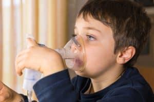 Kaszel u dzieci może być mokry lub suchy.