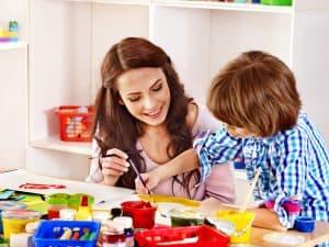 W rozwijaniu sprawności manualnej u dziecka dużą rolę odgrywa przedszkole.