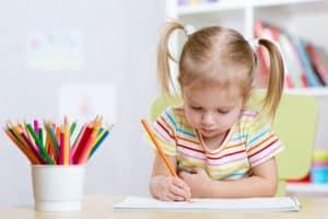 Rozwijanie sprawności maualnej u dziecka warto stymulować.