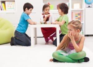 Mutyzm wybiórczy częściej dotyka dziewczynki niż chłopców.