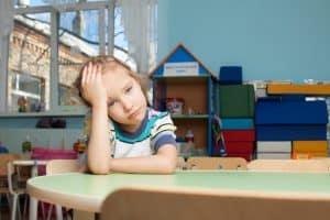 Dzieci z mutyzmem wybiórczym mają trudności z mówieniem w sytuacjach stresujących.