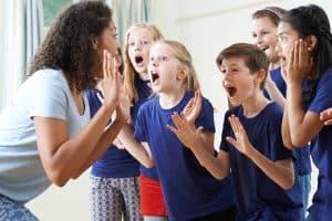 Drama może pomóc w nauce rozwiązywania konfliktów.