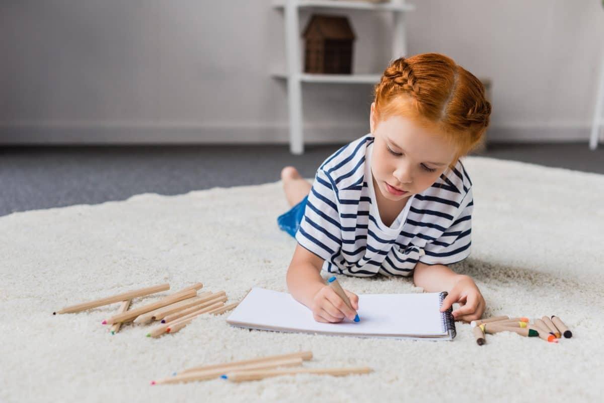 Dziecko rysuje narządy płciowe