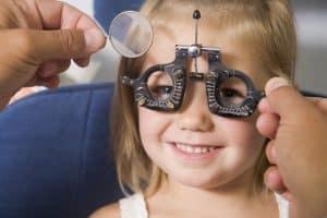 Badanie wzroku u małego dziecka nie jest łatwe.