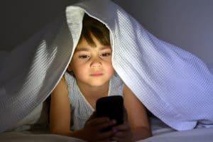 Skurcz akomodacji oka to częsta przypadłość u dzieci w wieku szkolnym