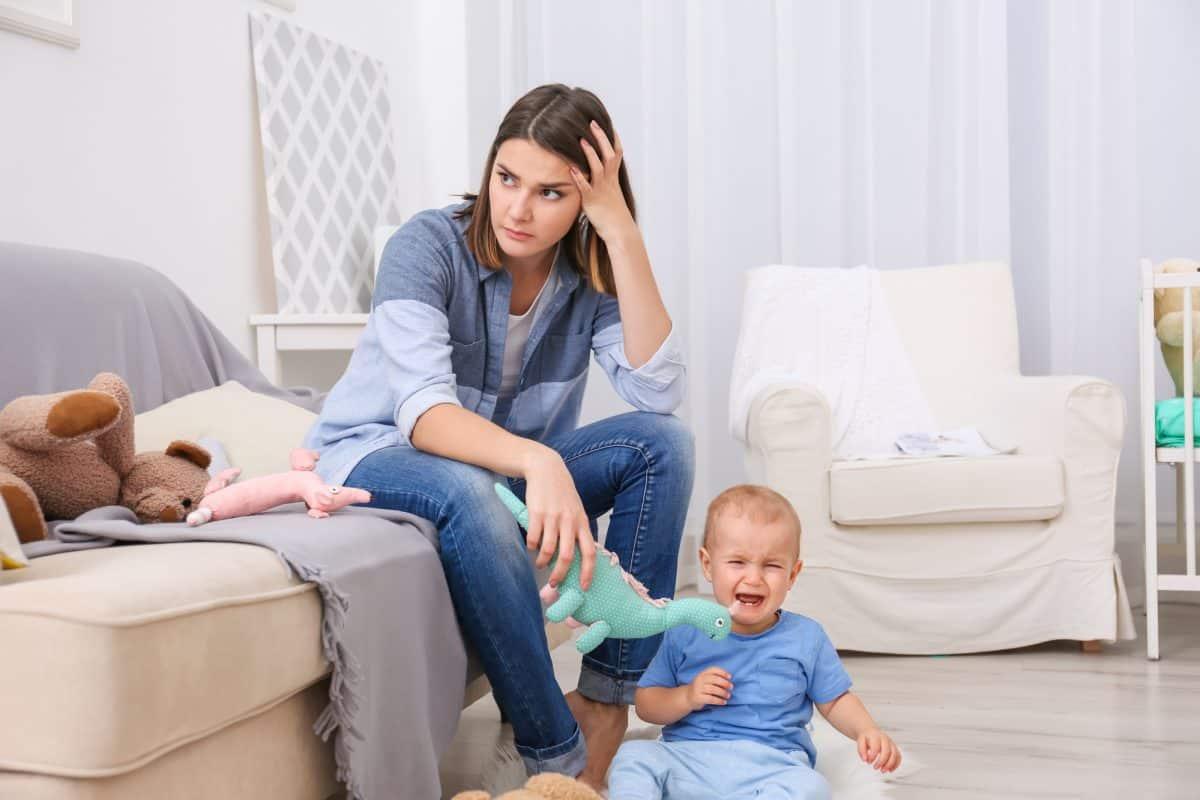 Nieświadoma matka. Bezradne dziecko.