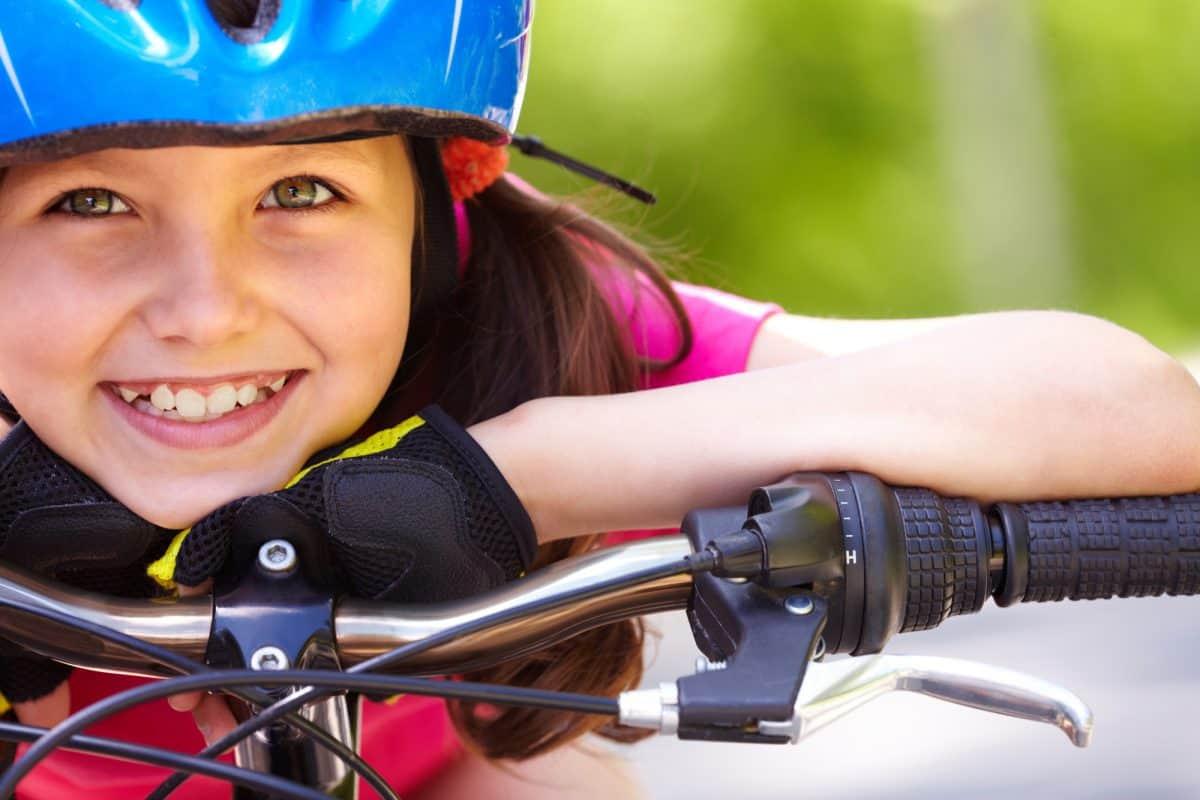 Kaski ochronne - na rower, rolki, na hulajnogę. Czy są potrzebne?