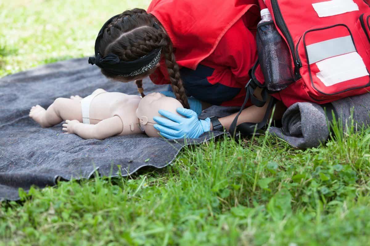 Resuscytacja dziecka może uratować mu życie.