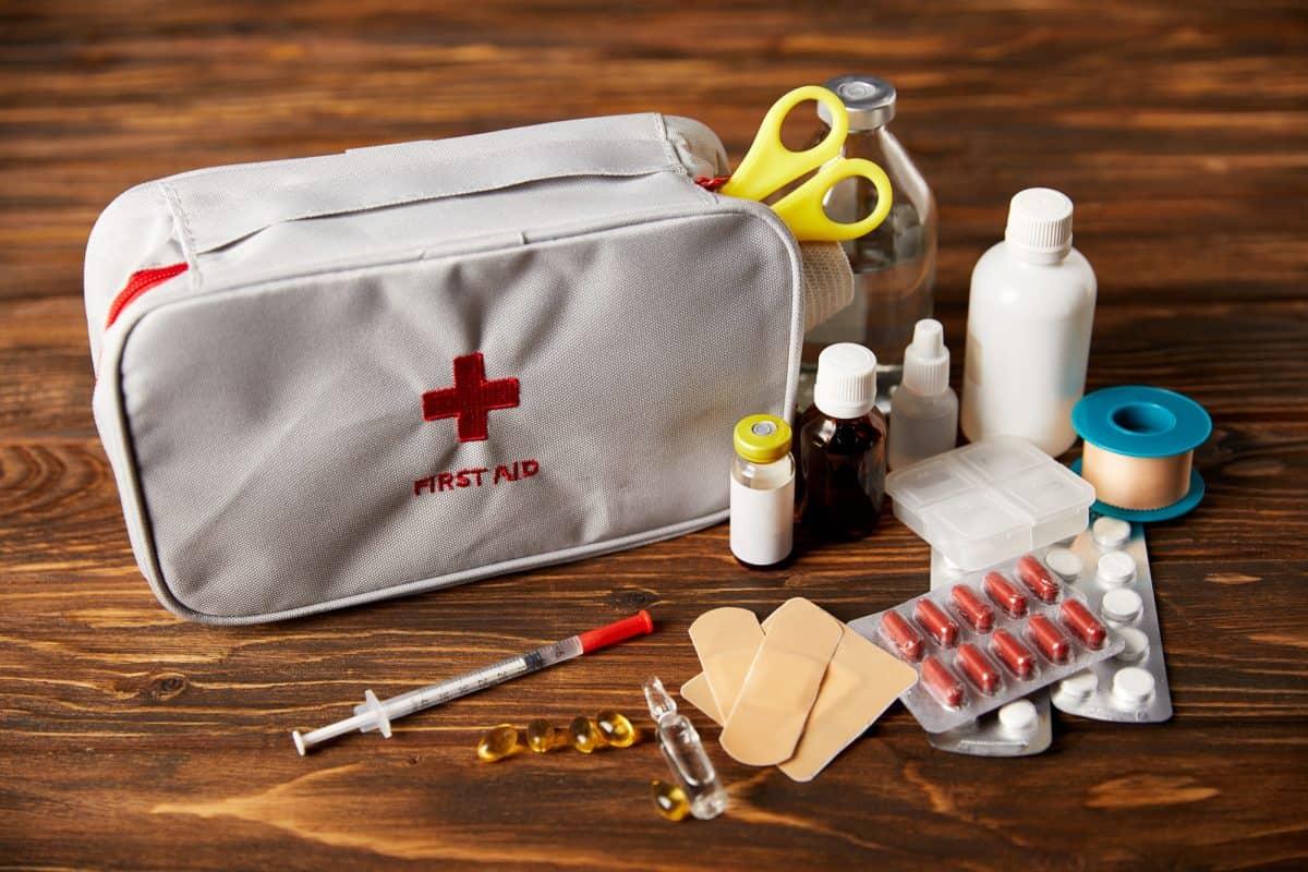 Apteczka pierwszej pomocy w dalekiej podróży