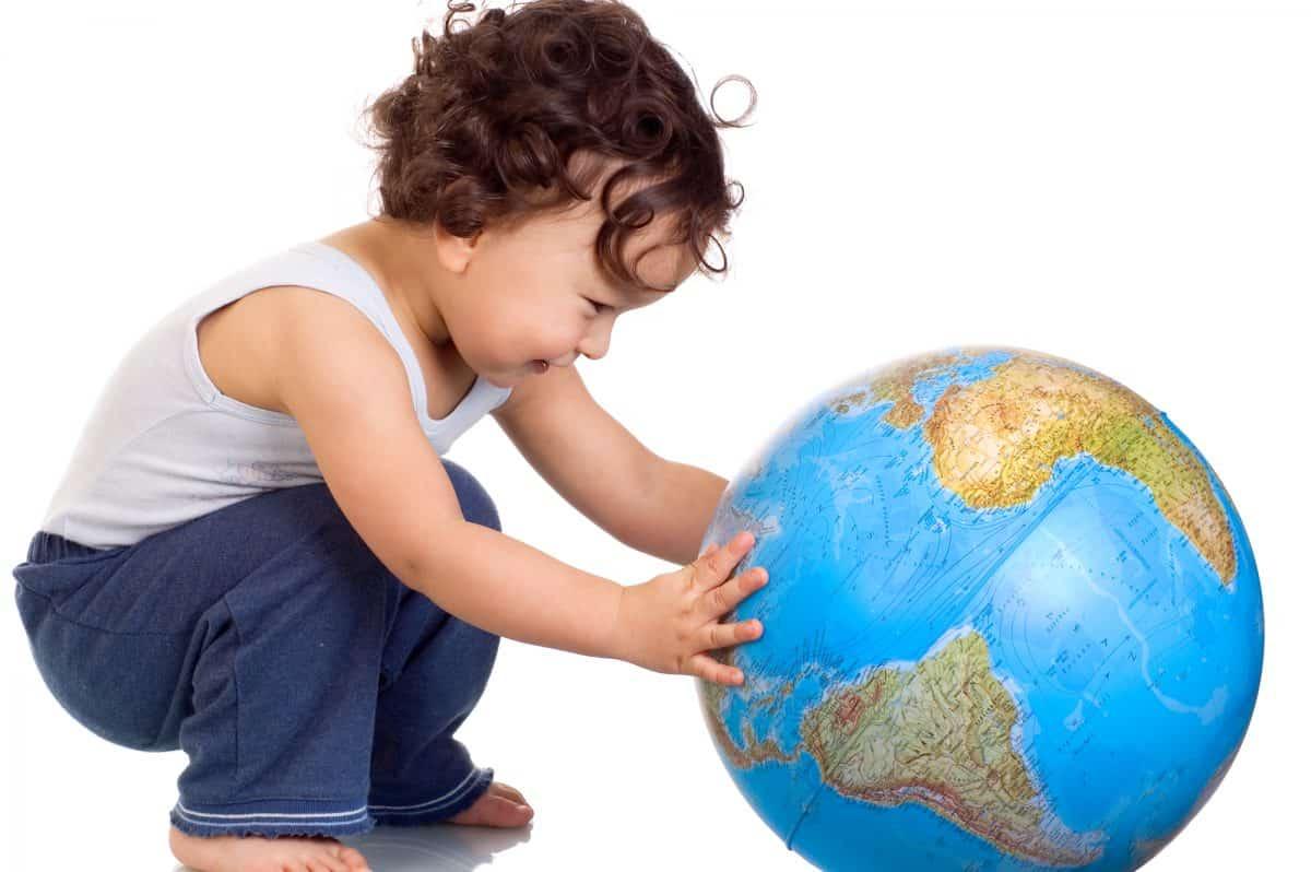 Gdzie jechać z dzieckiem na wakacje? Na co je zaszczepić?