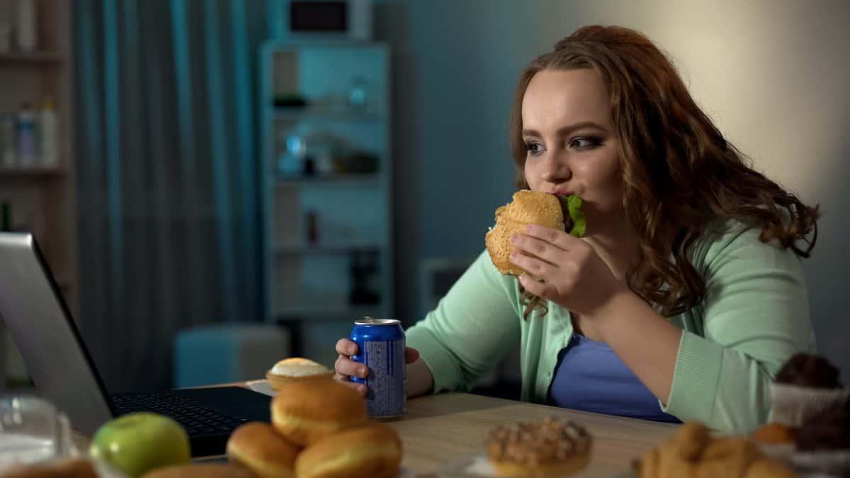 Zaburzenia odżywiania u młodzieży mogą prowadzić do anoreksji.