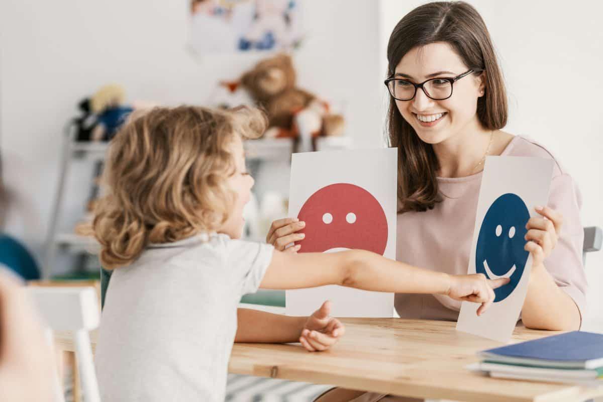 Leczenie autyzmu polega na poprawieniu funkcjonowania dziecka w społeczeństwie