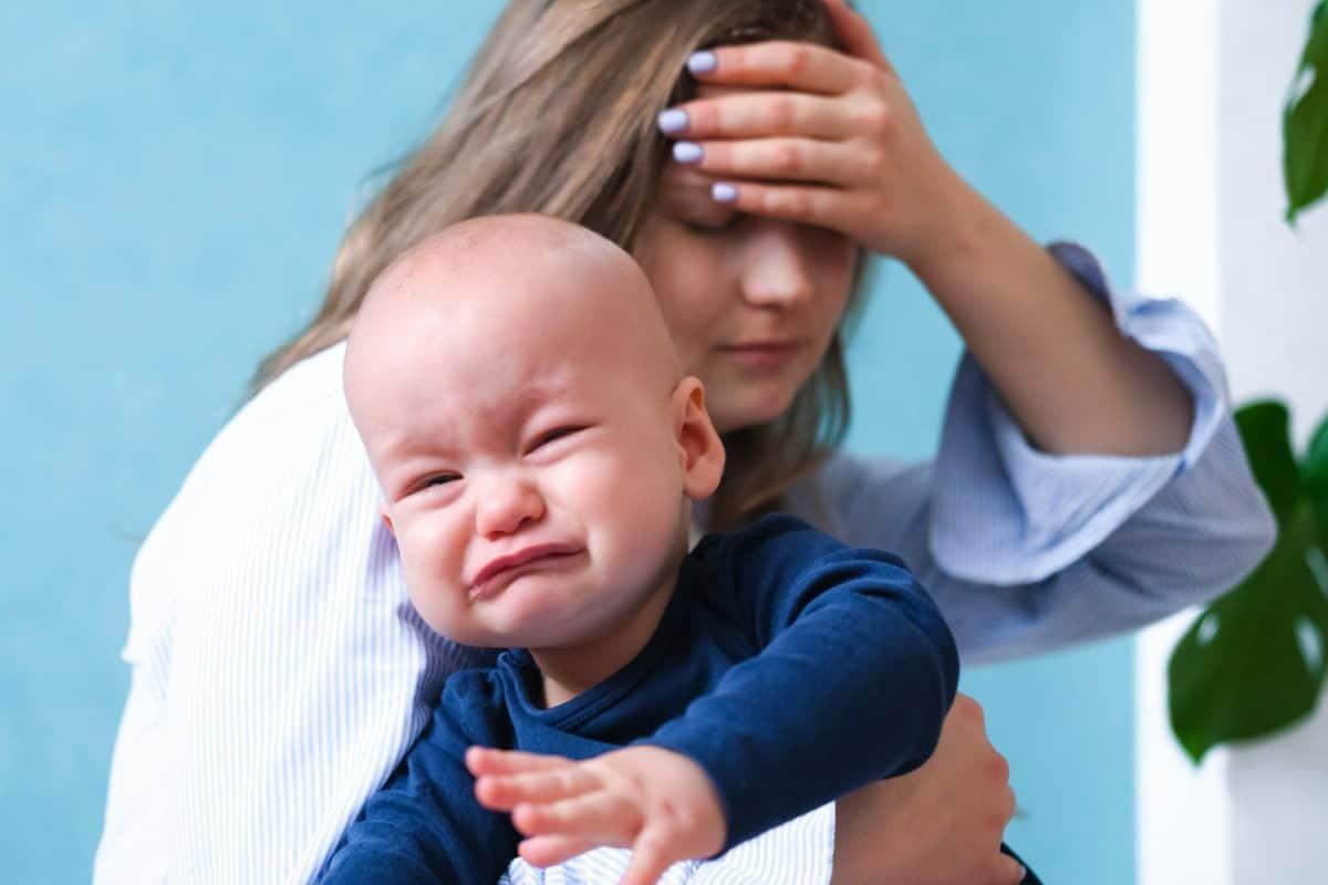 Dziecko płącze - przytul je.