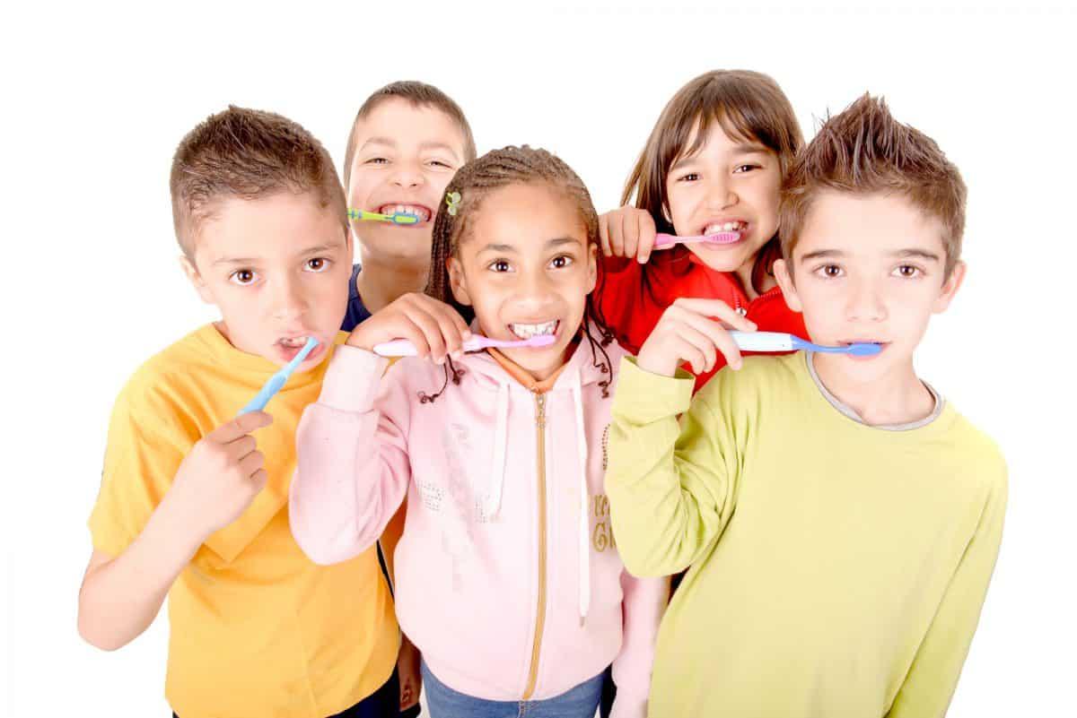 """Próchnica - Akcja """"Dziel się Uśmiechem"""" pomaga w walce z próchnicą."""