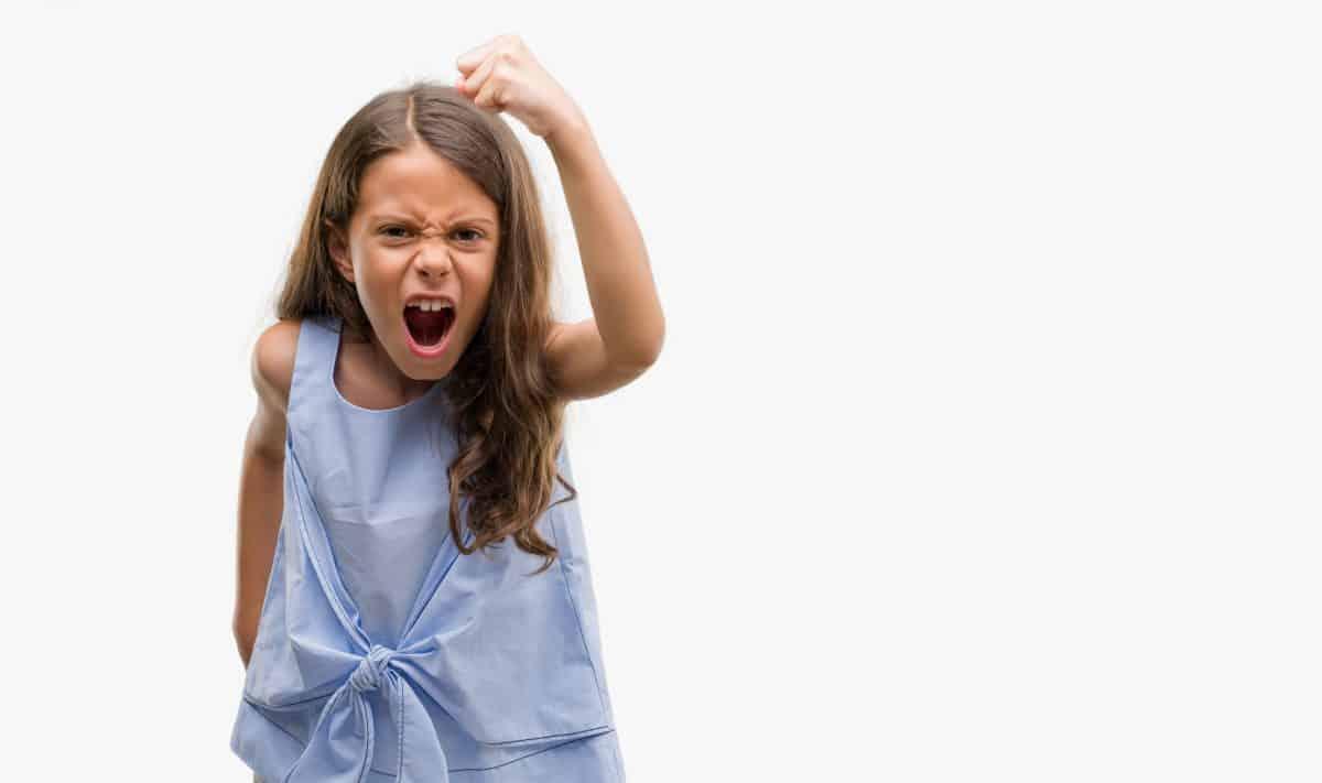 Napady złości mogą wynikać z bezradności dziecka.