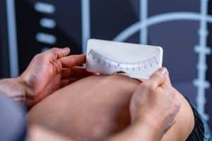 Metody leczenia skoliozy dobpiera się idywidualnie dla każdego pacjenta.