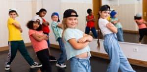 Jak chronić dziecko przed złym towarzystwem? Ważne są zasoby i czynniki chroniące.