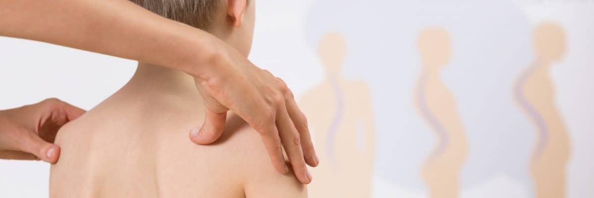 Profilaktyka skoliozy - jak wychwycić wadę kręgosłupa u dziecka?